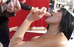 Verschiedene Sex-Spielzeug In Ihren Arsch Und Fotze