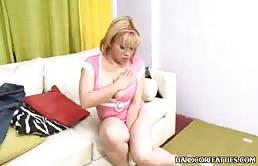 Fat Girl Aux Gros Seins Se Frotte Contre Mon Propre