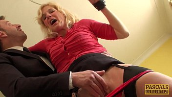 Blonde Mature 50 Year Old To Break Her Pussy In Her Dick Big