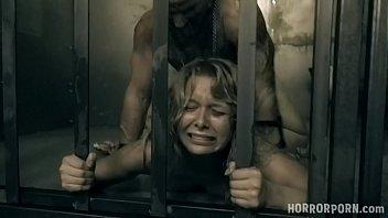 Ein Sklave, Der In Einem Käfig Gefickt Wird