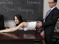 Die Brünette Wird Zur Strafe Von Prof