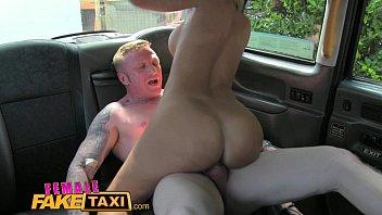 与大嘴出租车司机性欲肛交