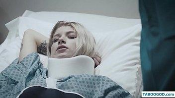 免费的色情和xxx电影在线性交与一个操他的病人的医生