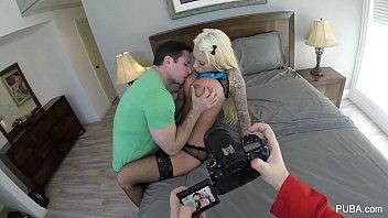 她的猫拍摄的照相机男人的时候,她已经与她发生性关系的男朋友