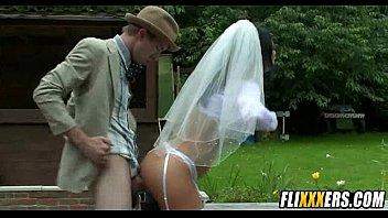 新娘搞在一pulos在公园