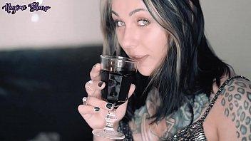 左のqrコードを読み無料でルーマニア、飲ブ、お酒を飲んでからくりのお酒
