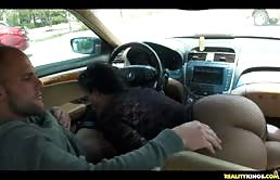 Ava टेलर का आदमी के लिए कार में
