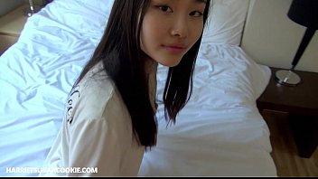 सुंदर सेक्स के साथ जापानी लड़की है जो पसंद डिक चूसना करने के लिए जब तक कम