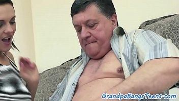 我是个漂亮的性别与一个老胖子