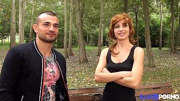 जेन पार्क में सेक्स के लिए दो पुरुषों द्वारा संपर्क किया गया