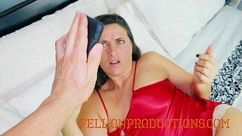 लग रहा है जैसे वह के साथ उसके प्रेमी और पति, शुरू होता है उसे देने के लिए और वह