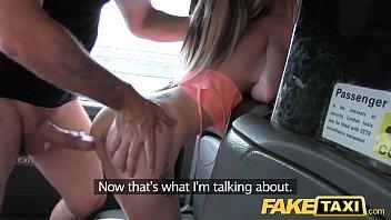 她的阴户性交过一辆出租车驾驶员60岁,什么,一个他妈的漂亮