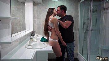 具有性别与一个女孩就是他妈的在一个公共厕所吗?