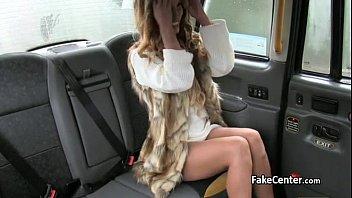 驾驶员的出租车出租车司机他妈的一个金发碧眼的腿长