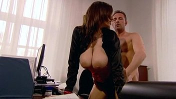 جنسی جنسی کے ساتھ ایک فحش سٹار, مفت آخر میں اس کے دفتر