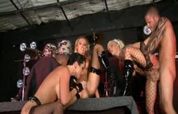 सेक्स के साथ 4 के लिए 3 वेश्या, सेक्स नशा, और एक Pulet