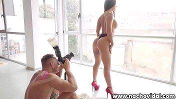 तस्वीरों में पैंटी में दो और एक फोटोग्राफर के साथ सेक्स