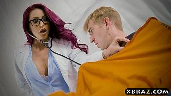 医生milfa他乱搞了一个患者勃起