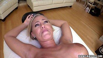Eine Massage Auf Den Körper, Seine Coole Und Dick