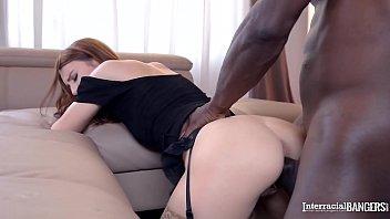 Sex Große Zu Einem Schwarzen Kerl Ficken Sie Begann Zu Reißen, Es In Den Arsch