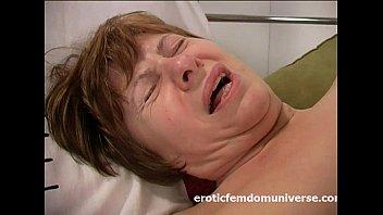 Cornea Nonna è In Amore Con Il Suo Dildo Rosa