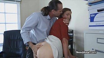Posiciones Sexuales Para Extravagante, Con Un Pelo Largo Tipo Que Se Folla A La Que El Empleado En La Oficina, Secretaria, Puta