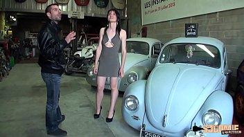 Lily Tiene Sexo En Un Garaje Con Dos Mecánicos
