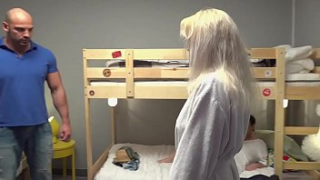 Porno, Zoofilia Con Mujeres, De 60 Años De Edad Son Folladas Por Un Musculoso