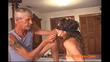 Daddy Bestraft Seiner Schlampe Teen Tochter
