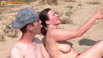 Real Amateur Grupo De Tres En La Playa