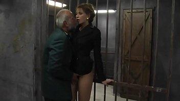 Porno Xxx En La Celda De La Cárcel Con Un Hombre Viejo Follando A Una Jovencita Caliente