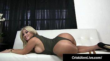 Ceistina एक, क्या अपने पर और वह इंतजार कर रहा है आप के लिए उसके बेडरूम में.