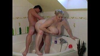 Español Fat Girl Penetrado En El Culo Y El Coño En La Bañera De Hidromasaje En El Cuarto De Baño De La Otra Noche