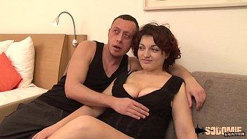 Hermosa Morena Desnuda Y Follada Duro En Su Coño En Video Chat
