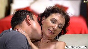 Une Femme Mûre Baise Bien Avec Un Homme Magnifique Avec Une Grosse Bite