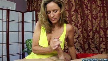 L'abbronzatura Del Massaggio Ha Strofinato Il Cazzo Maturo Perverso