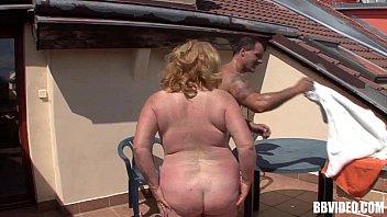 Ältere Frau Mit Großem Arsch Fickt Hart Mit Einem Nachbarn Vom Land