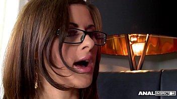 Terapeuta Una Milf Caliente Con Las Gafas De Ella Folla El Cliente Con La Polla Erecta