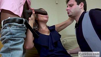 Mostrando Il Suo Marito Come Lei Succhia Un Cazzo E Si Scopa Senza Pietà