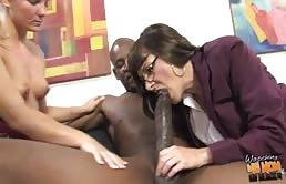 Schwarz Kerl Mit Einem Großen Schwanz Und Er Fickt Ihre Freundin Und Ihre Mutter-In-Law