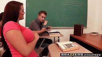 Lehrer-Schlampe Saugen Einen Riesigen Schwanz Eines Schülers