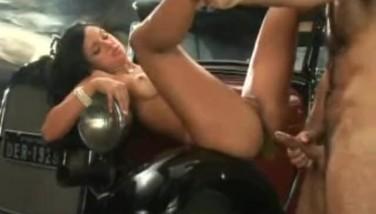 Julia Paes Trepando Do Lado De Um Carro Antigo Sexo Anal
