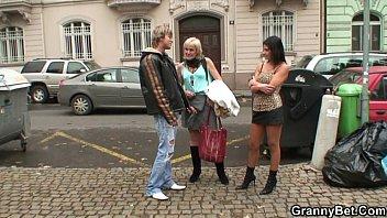 Granny Prostituée Plaît Jeune Goujon