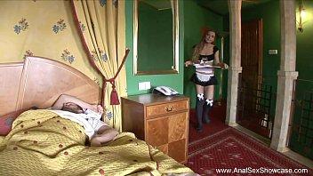 Baiser La Femme De Ménage Aime Sa Bite Directement Dans Le Cul