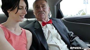 Zwei Pensionierte Jungs Bumsen Sehr Schönes Mädchen