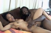 Fellation Par Une Femme En Noir