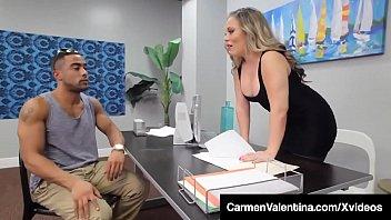 Carmen Valentina Sex Bei Der Arbeit Mit Schwarz Features