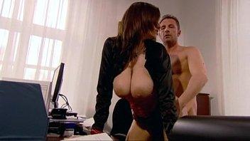 एक फ्री पोर्न मूवी अभिनेत्री के साथ कामुक सेक्स उसके कार्यालय में गड़बड़
