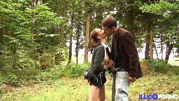 Nino Se Folla A Su Esposa En El Bosque Al Aire Libre Como Le Gusta