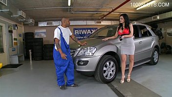 He's Taking The Car In For Repair And Gets A Cock In Her Wet Pussy